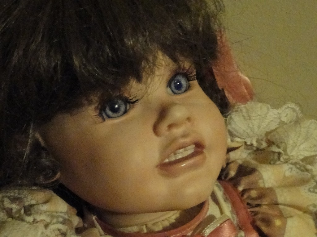 The Doll, Close-up