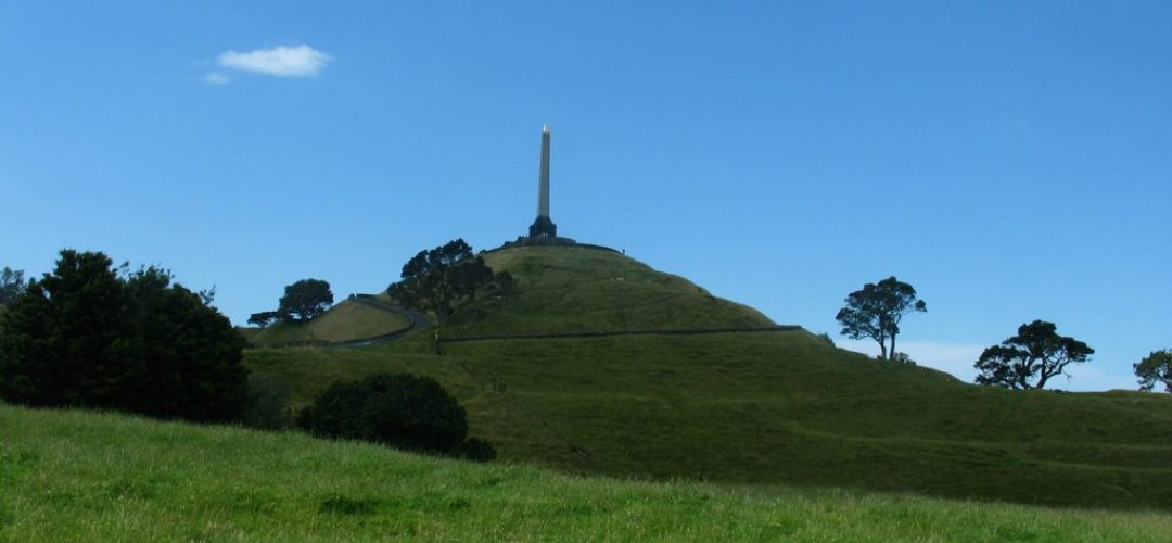 UFO filmed above One Tree Hill , Auckland 7th Feb 2015
